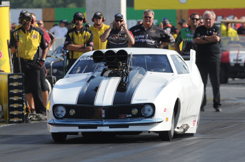 A surprising entry at Indy was that of Cranbrook BC's Craig Cawte in Pro Mod.  Craig just missed the field with a 6.127 secs best in the Al Billes powered Camaro.