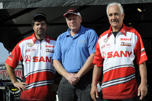 Mark and Tony Martino welcomed their valued sponsor Jeff Atkins from BIK Hydraulics as a special guest for the race.  Jeff watched Mark qualify solidly  #9 in Pro Stock at 6.590 secs