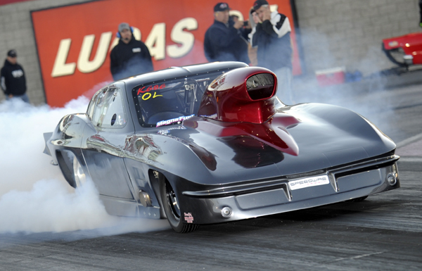 Steve Nicholson won the Outlaw 10.5 title driving his gorgeous new '63 Corvette.