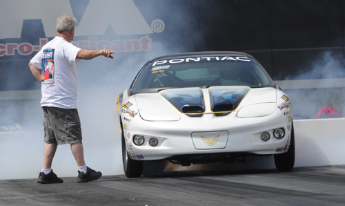 That's Frank Cantusci guiding his son Gianni out of the Super Stock burnout box.