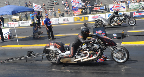 Nate Gagnon (far lane) out duelled Mike Pelrine in the all Canadian Nitro Harley final round.