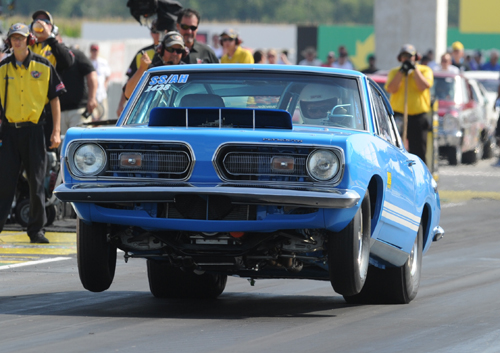 Toronto's Gus Mantas ran well in the Mopar Hemi Challenge - qualifying with a swift 8.676 secs and advancing to the 2nd round  in the elite competition.