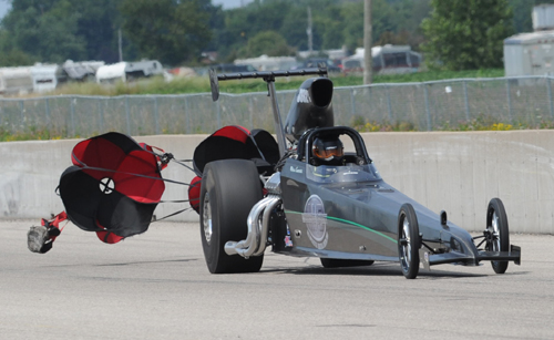 Mike Everitt prevailed at the Quick 32 season finale driving his Top Dragster
