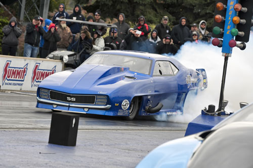 Jim Bell from Edmonton Alberta starts the day out in 7th with his Proline built Twin Turbo 526, but he ends the day in the winners circle!