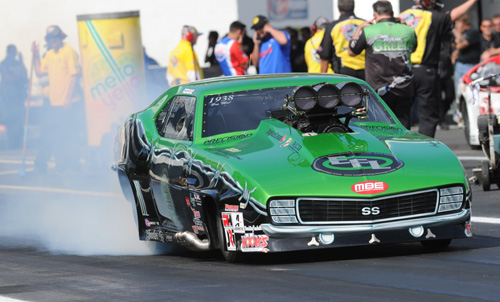E-Town:  Eric Latino roared to a super quick 5.884 secs to qualify his Ontario-based  Camaro #10 in Pro Mod.