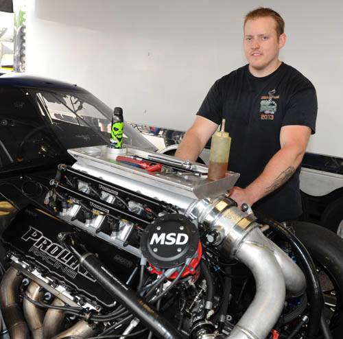 Chad McGregor (from St. Thomas ON) is the new crew chief for Jim Bell's Pro Mod Camaro.