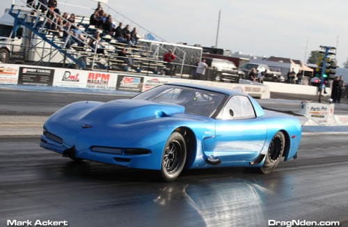 Johnn Carinci had his  beautiful new Outlaw 10.5 Corvette at the season finale event