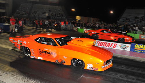 Jay Cox (near lane) defeated Steve Jackson in the Pro Nitrous championship round/