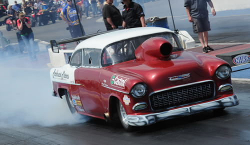 Steve Parkhurst thrilled the crowd with some awesome burnouts in his fan favourite '55 Chevy TS car