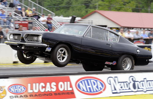 Wendall Howes raced his cool SS/IA Barracuda at Epping. He qualified #15 and lost in round #2.