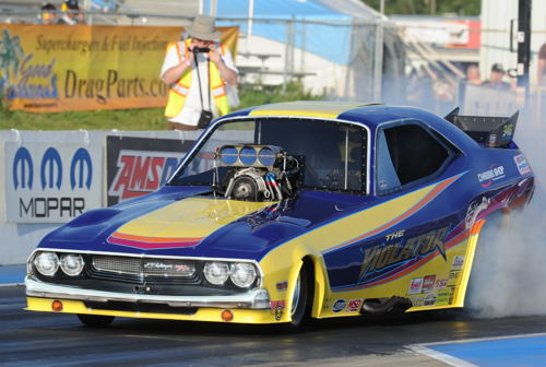 Driving his Dodge-bodied Funny Car - Shawn Bowen scored a win