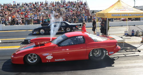 Luis Ramundo (Welland) purges the nitrous prior to a Saturday run in TS competition.