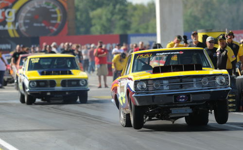 Mark and Wendall Howes (from New Brunswick) both qualified their Hemi cars for the Mopar Hemi Challenge event. Wendall had a great 8.487 secs ET in round one - but lost on a red-light.